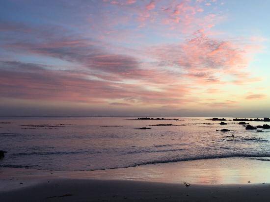 Nugget View & Kaka Point Motels: One of the sunsets we experienced while visiting