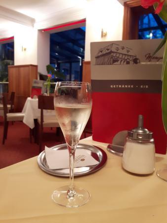 Cafe Restaurant Mengin: Intérieur