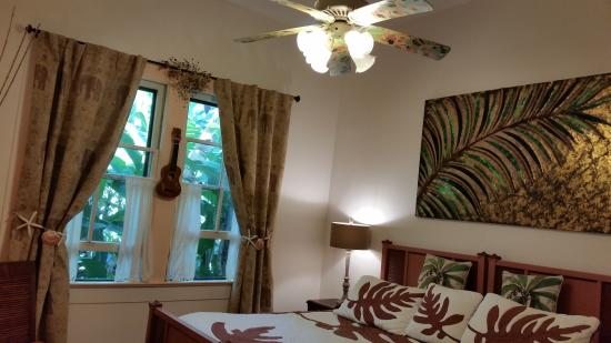 Haiku Plantation Inn: Maui Bed and Breakfast: Hawaiiana Decor