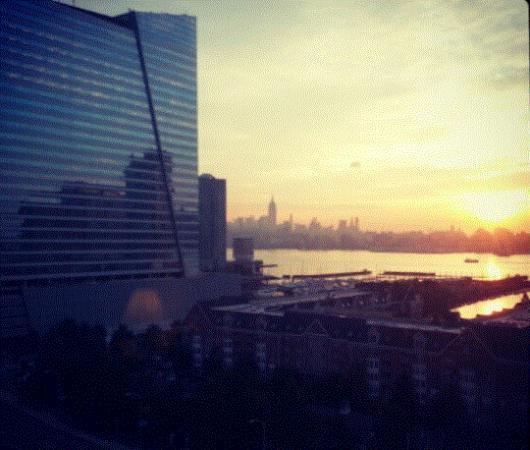 جيرسي سيتي لاكشري أبارتمنتس: Visual do quarto. Aquele prédio no fundo é o Empire State Building
