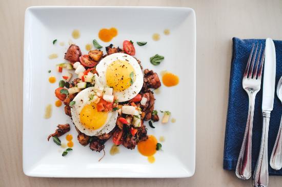 Beacon House Inn Bed & Breakfast: Savory breakfast day
