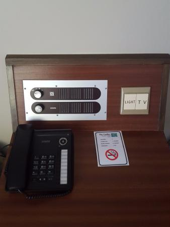 The Godley Hotel: Dial radio and outdated switches by the bed.