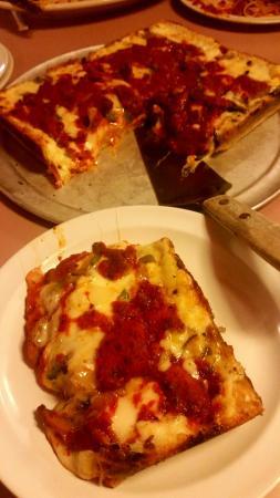 Hazel Park, MI: Loui's Pizza