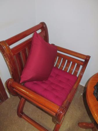 Rithy Rine Angkor Hotel: 2 chairs and table in the room