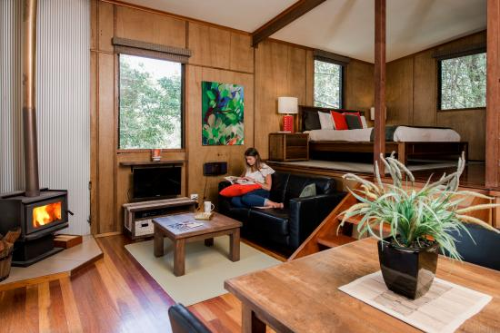 Whispering Valley Cottage Retreat: Hideaway Cabin