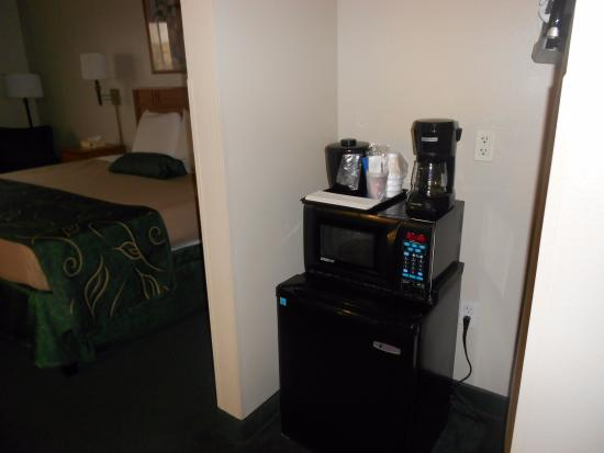 Oak Tree Inn Clinton: Micro/frig/coffee