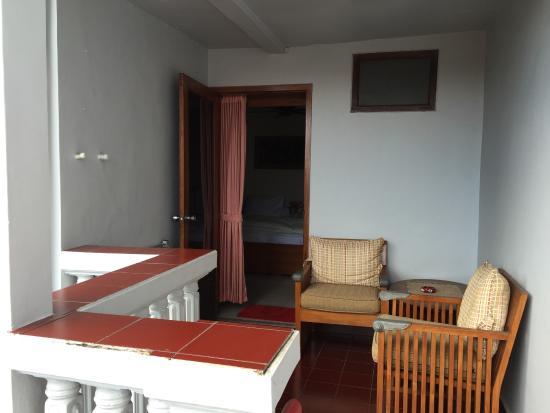 Nakula Familiar Inn : front balcony