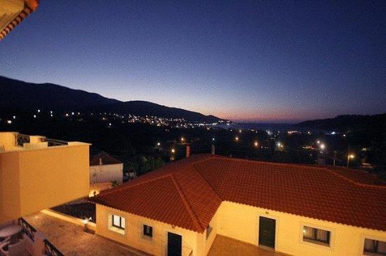 Ai Yannis Suites and Apartments Hotel : Night view of Marmaro bay from one of our Suites