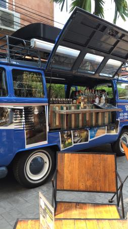 Grace Boutique Guest House: Leuke bar in een volkswagen bus