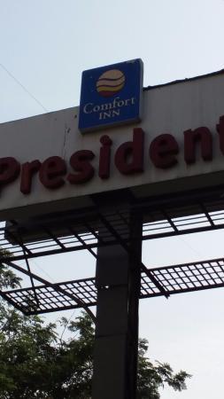 Comfort Inn President: Entrance