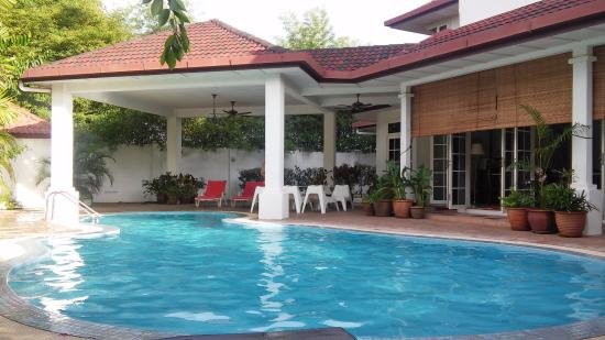 Rumah Putih Bed and Breakfast: Piscina
