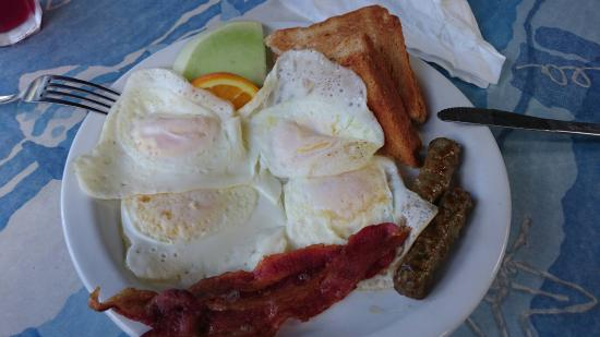 Galleon House Bed & Breakfast: Complimentary breakfast can be doubled for $5, well worth it!