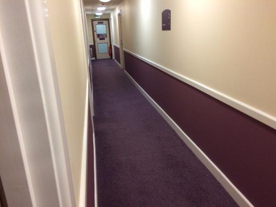 Premier Inn Halifax Town Centre: Purple, clean, efficient.