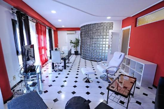 Hebros Hotel: a solo 50m Plaza del Ayuntamiento