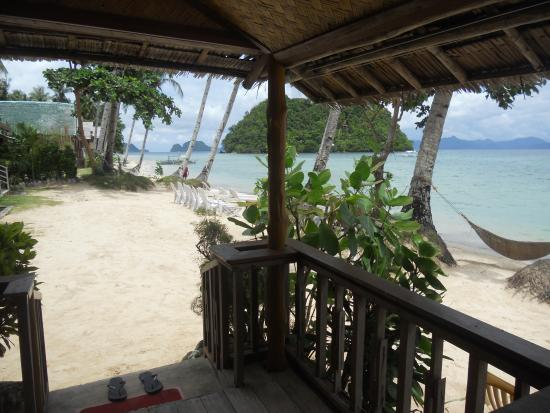 Orange Pearl Beach Resort: native fan room balcony