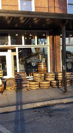 ab72536eb2a365 Jack Daniels Barrel Shop - Picture of Lynchburg Hardware and General ...