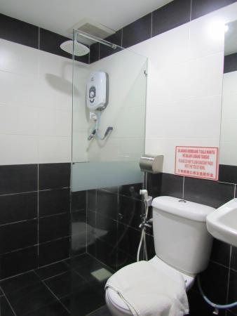 ND Hotel: bathroom