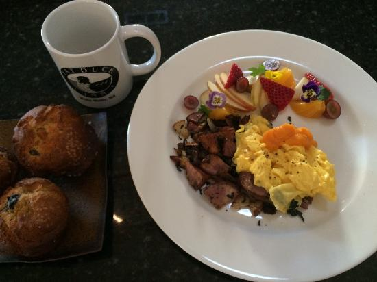 Fat Duck Inn: Breakfast prepared by the chef, Rich Koby.