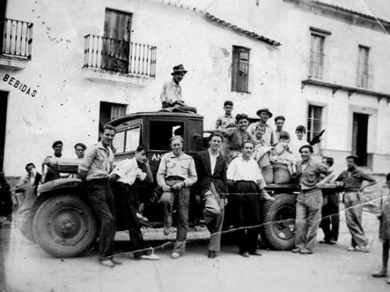 Higuera de la Sierra, Spain: Camión antiguo de reparto