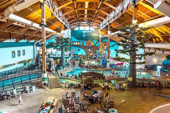 Warrens, WI: Three Bears Resort Indoor Waterpark