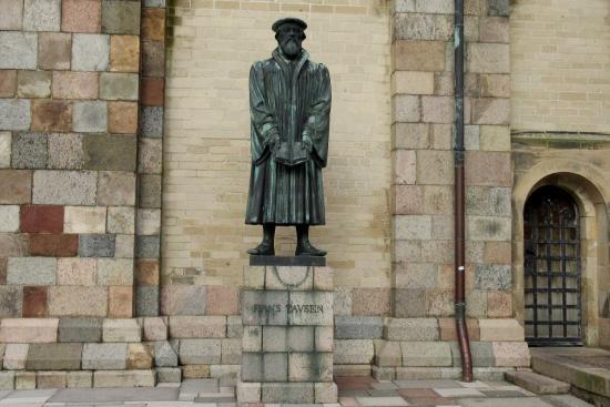 Statue Hans Tausen