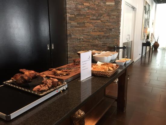 Стол с мясом и хлебом - Billede af Restaurant Papegøjehaven, Aalborg - TripAdvisor