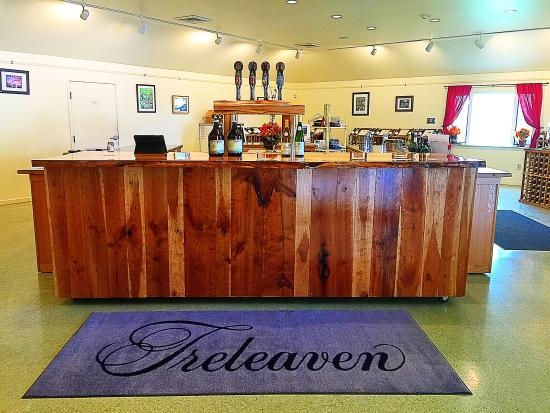 King Ferry, NY: Treleaven tasting room