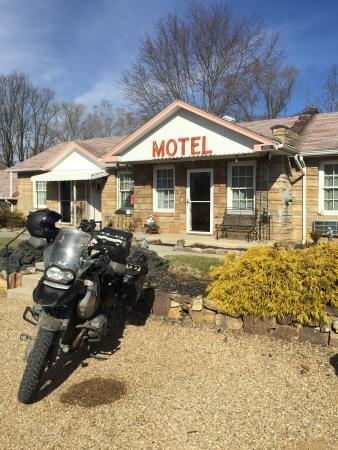 Carolina Country Inn: Front of motel