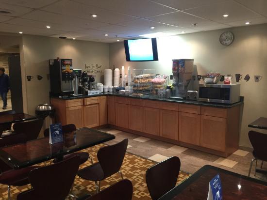 Super 8 by Wyndham Schenectady/Albany Area: Breakfast Area 1