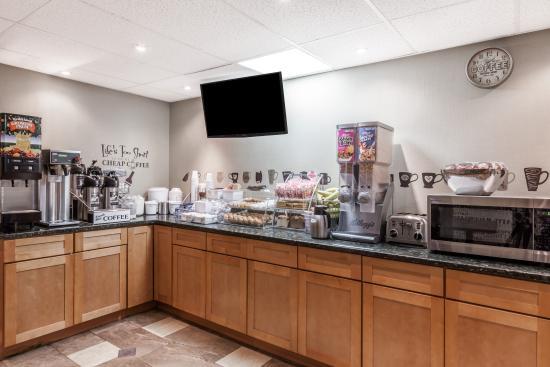 Super 8 by Wyndham Schenectady/Albany Area: Breakfast Area 2