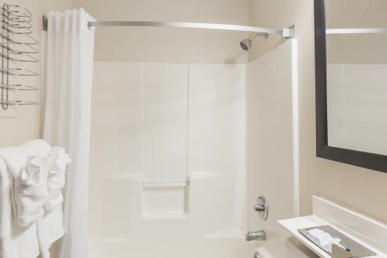 Super 8 Schenect Albany Area  Regular Bathroom. Regular Bathroom   Picture of Super 8 Schenect Albany Area