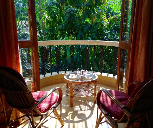Bougainvillea Guest House Goa: Sunny balcony, Hibiscus Suite