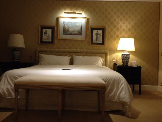 The Westin Palace Madrid: spacious bedroom