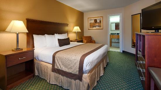 Best Western Plus Governor's Inn: King Suite