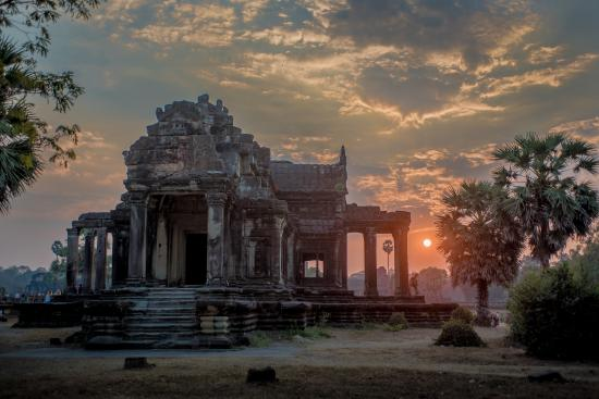 Morning prayer at Angkor Wat - Picture of Angkor in English