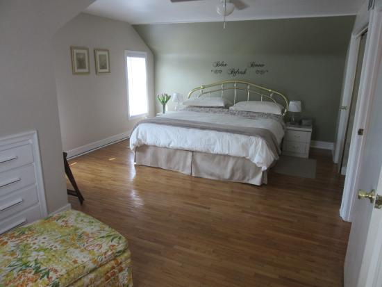 Carbonnel Bed & Breakfast: Magnolia King Size Room