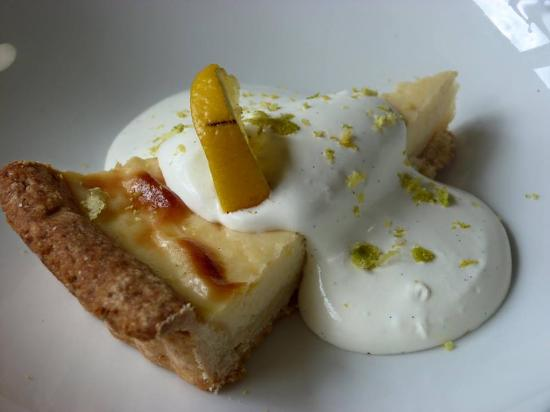 Horseshoes Berriew: Lemon Tart with cream