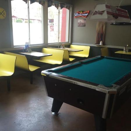 Jeff, KY: Booths and Pool Table