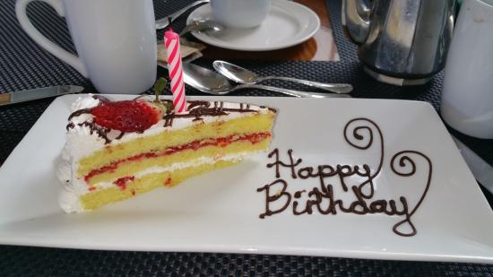 Hilton Pool Terrace Restaurant: A slice of birthday cake which made my darling wife all happy.