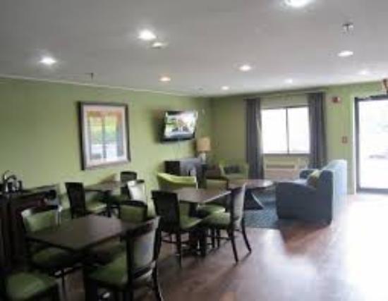 Cedartown, GA: Breakfast Serving Area