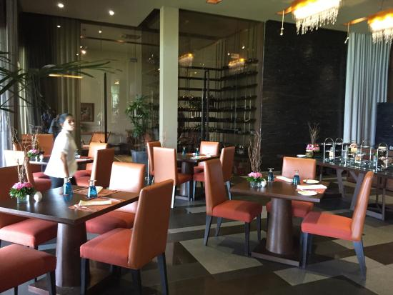 Impiana Private Villas Kata Noi: Dine with great food and music