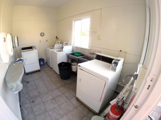 Indooroopilly Lodge and Motel: Laundry