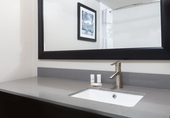 La Quinta Inn & Suites Fairfield - Napa Valley: Sink