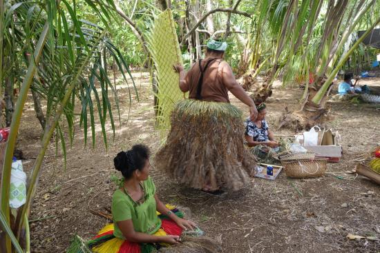 Colonia, اتحاد دول ميكرونيزيا: På Yap finns mycket av den gamla kulturen lever kvar.