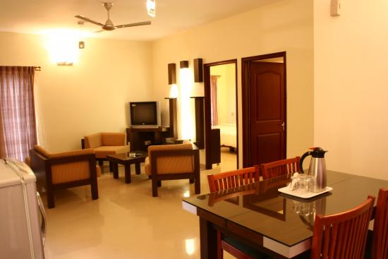 Royal Suites Hotel Apartments : Hall and dining