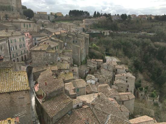Sorano, Italie : 街のてっぺんから望む景色