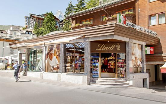 ‪Lindt Chocolate Shop Zermatt‬