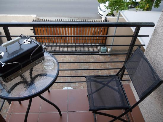 Blenheim Self Catering Apartments: Terrasse und Zufahrt