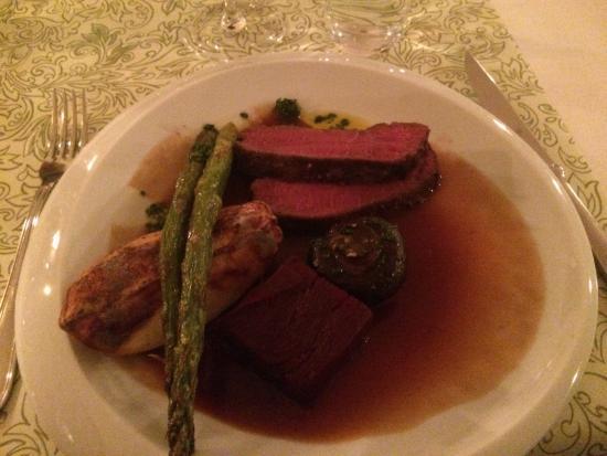 Rimforsa, Suecia: Det bjöds på en utsökt middag där kocken presenterade de rätter som avnjöts.