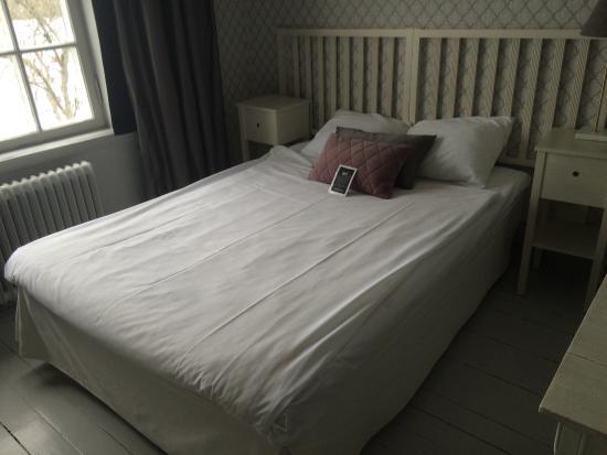Rimforsa, Suecia: En stor och skön säng att somna i i.